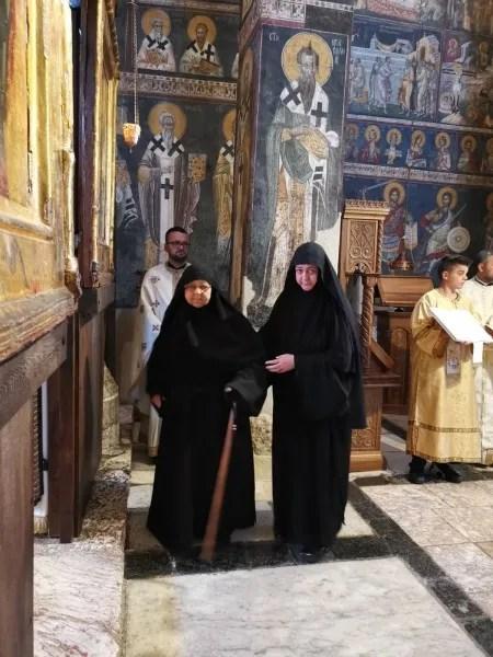 Eпископ Теодосије на Ђурђевдан служио у манастиру Грачаница – мати Теодори додељен игумански крст