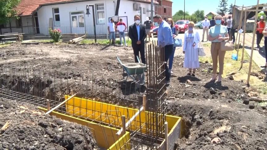 Popović položio kamen temeljac za školu