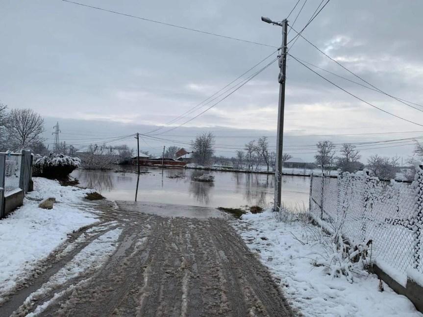 Петковић обећао помоћ поплављеним домаћинствима