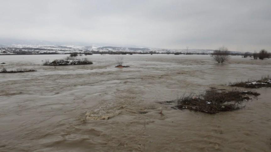 На КиМ још увек опасност од поплава