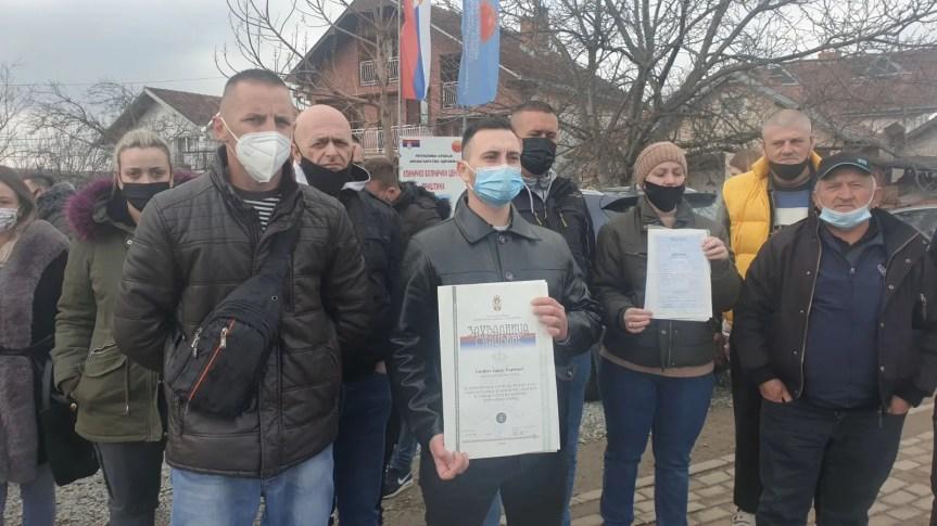Тензије у Грачаници се не смирују, незапослени медицинари и даље штрајкују