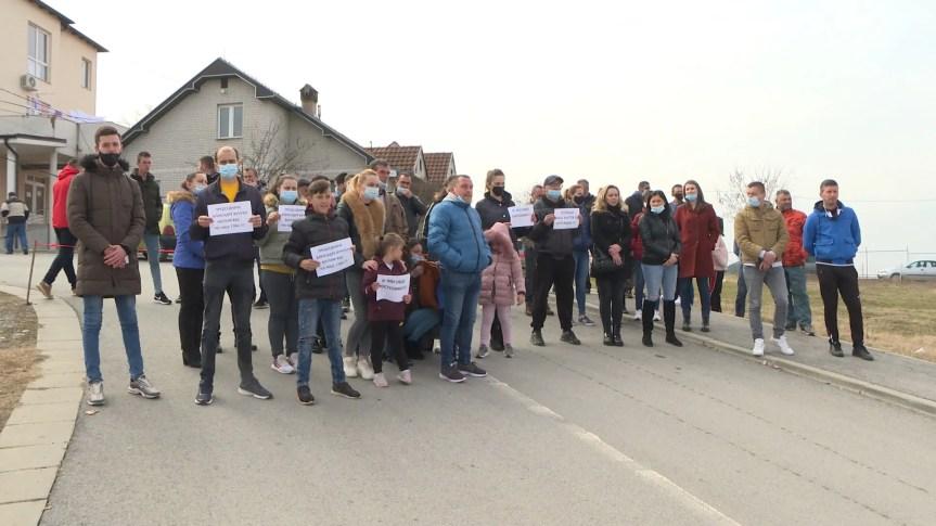 Пасјане: Учесници протеста траже смену директора ЗЦ Гњилане др Зорана Перића