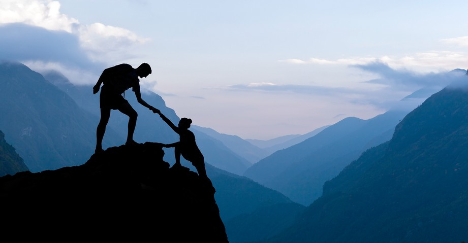 Помогая другим