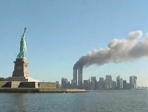 statue-of-liberty-and-two-towers-burning-09-11-2016