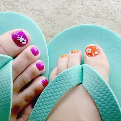 mom daughter feet getting pedicures