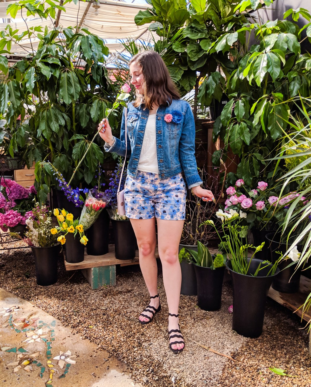floral spring outfit, blue and pink spring outfit, black zigzag sandals, spring flowers