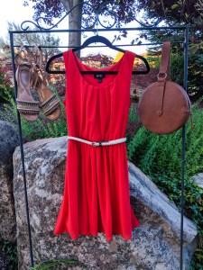 orange sundress, brown accessories