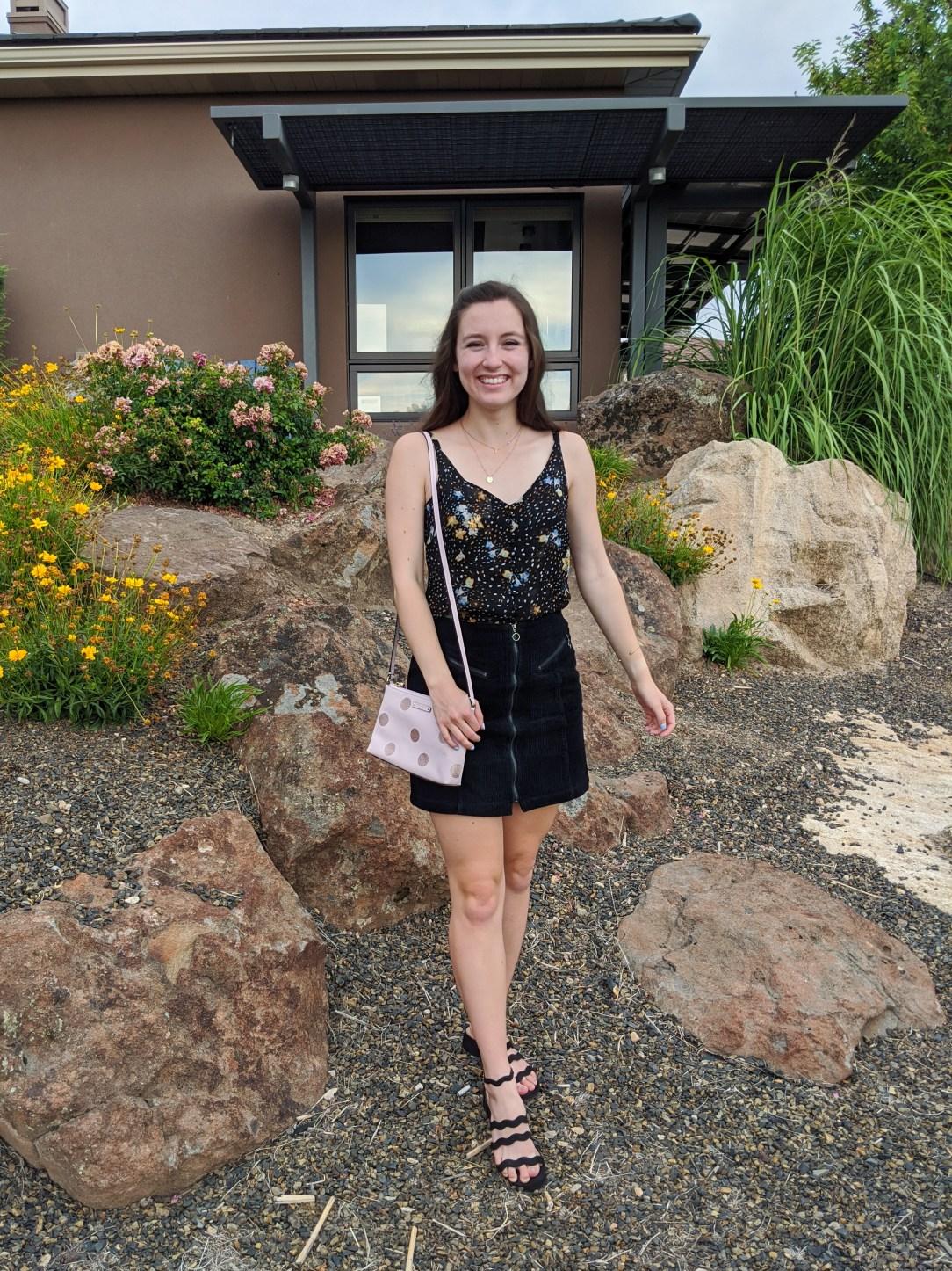 college-style-black-mini-skirt-black-sandals