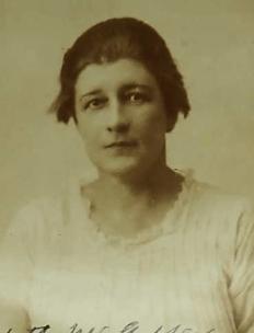 Elizabeth McGaffey (1922 passport photo)