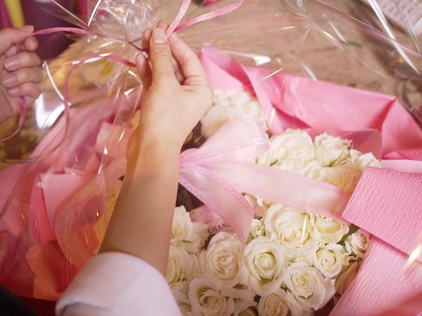 white rose moet gift