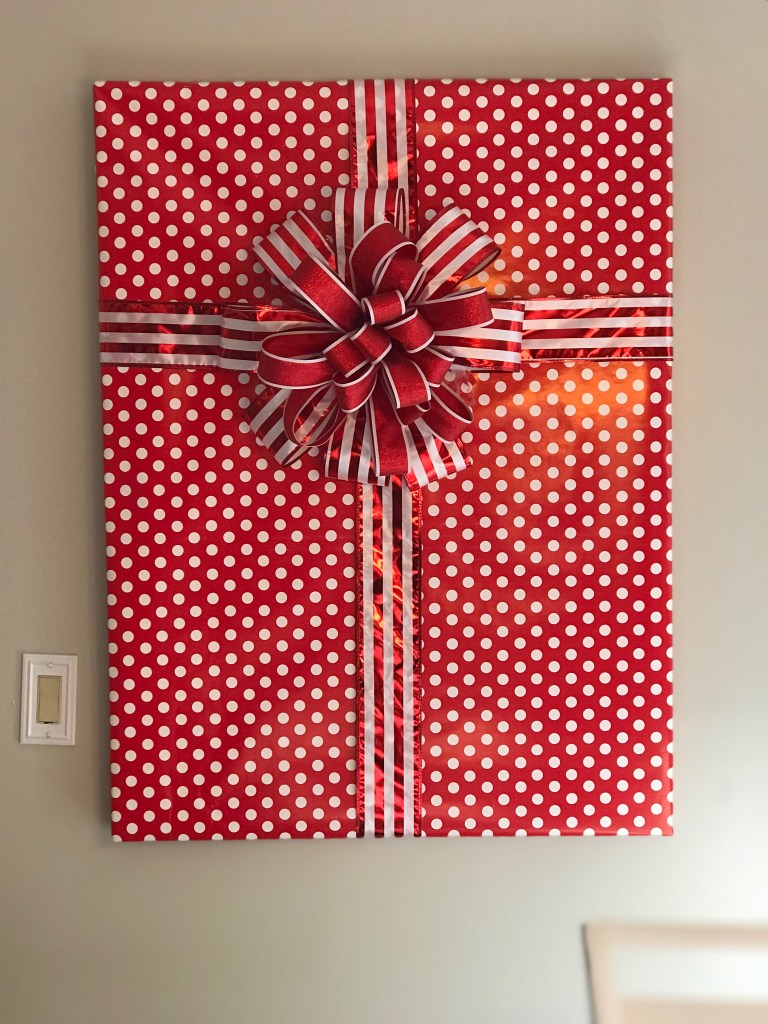 How to Make a Gift Wrapped Picture to Hang on The Wall