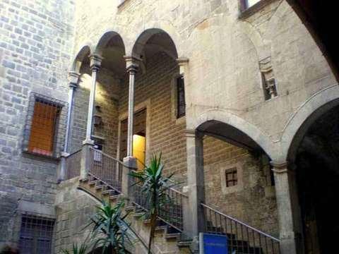 El Born - Picasso museum entrance