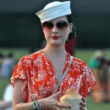 Dita Von Teese - 1940's Burlesque, Vintage Fashion Icon (12)