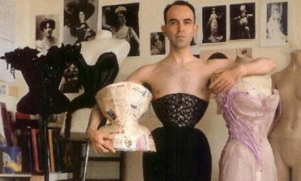 Celebrity Corset Maker Mr Pearl – The Man Who Designs & Wears Corsets