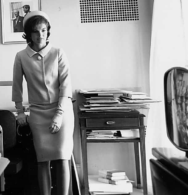 jackie kennedy in chanel suit 1960