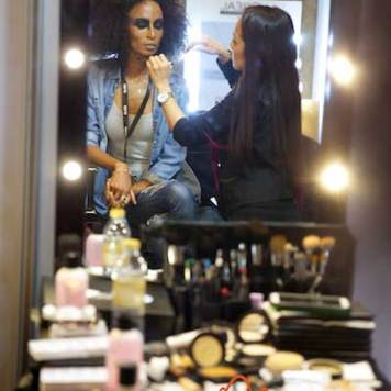 Fashion-Forward-Dubai-Jean-Louis-Sabaji-Collection-with-Feathers-maria-scard-gracie-opulanza-2