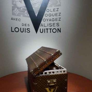 Loui Vuitton Museum Gracie Opulanza Paris Fashion Week 2016 (8)