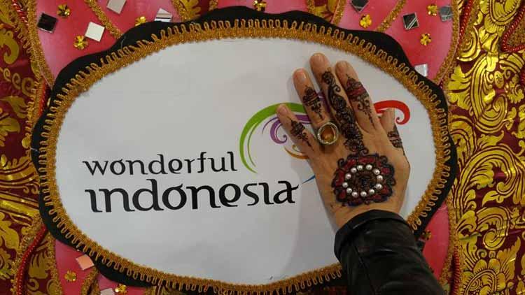 gracie-opulanza-wonderful-indonesia-henna-tattoo-2