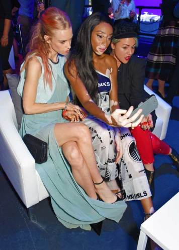 Mary-Charteris,-Winnie-Harlow-and-Jaime-Winstone-take-a-selfie-at-Jaguar-all-new-E-PACE-reveal