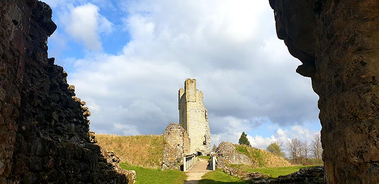 Castle Helmsley North Yorkshire (1)