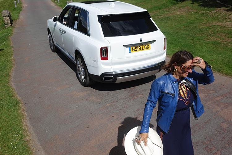 olls Royce Cullinan SUV MenStyleFashion 2019 Artic White United Kingdom (11) Gracie Opulanza