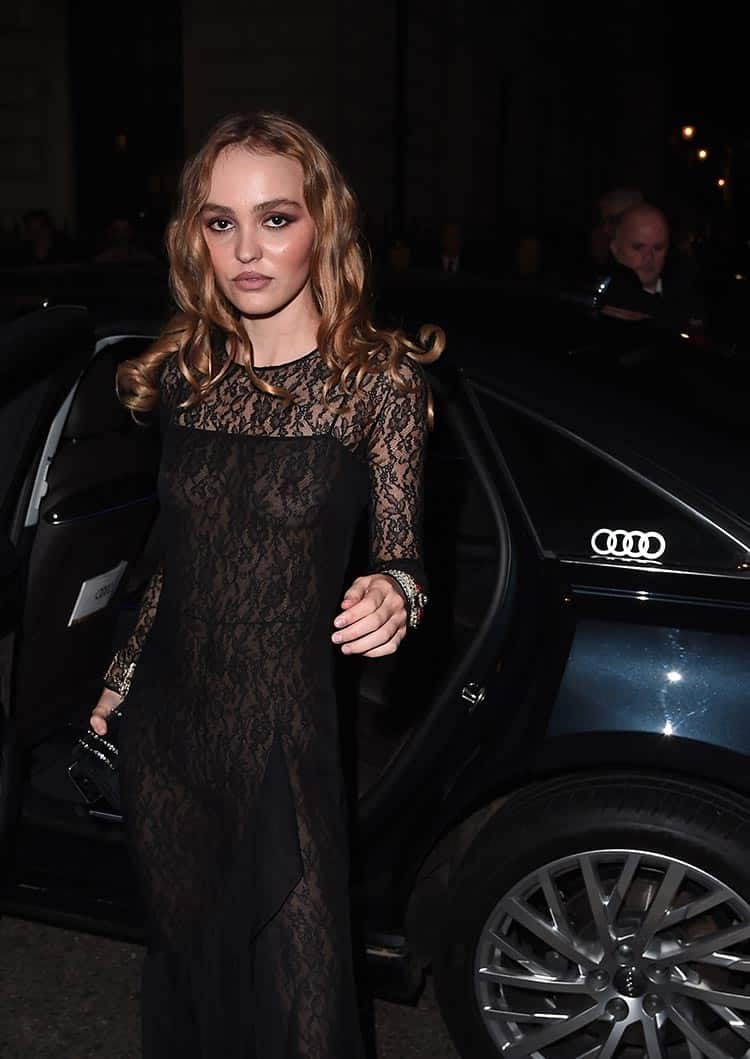 Lily-Rose-Depp-arrives-in-an-Audi-a