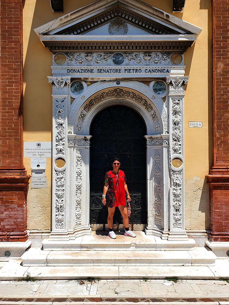 Venice italy burnt orange terracotta italy 2020 covid 19 summer gracie opulanza (3)RED