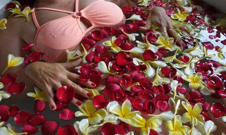 Rose petal spa and wellness decorations gracie opulanza 2020 (3)