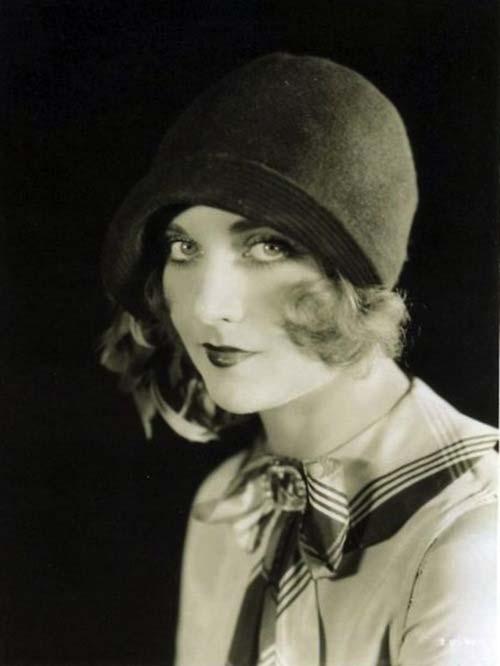 Carole Lombard wearing a cloche