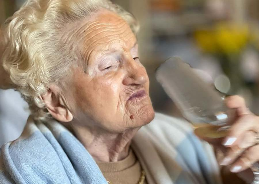 Wine & Champagne – How To Live At 94 Years Old