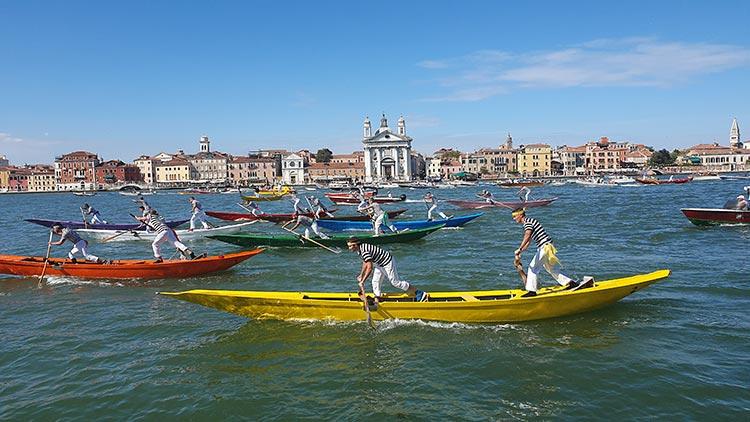 Festa-del-Redentore-Venices-Beautiful-Gondola-Race-MENsTYLEFashion-2020-Italy-summer-7