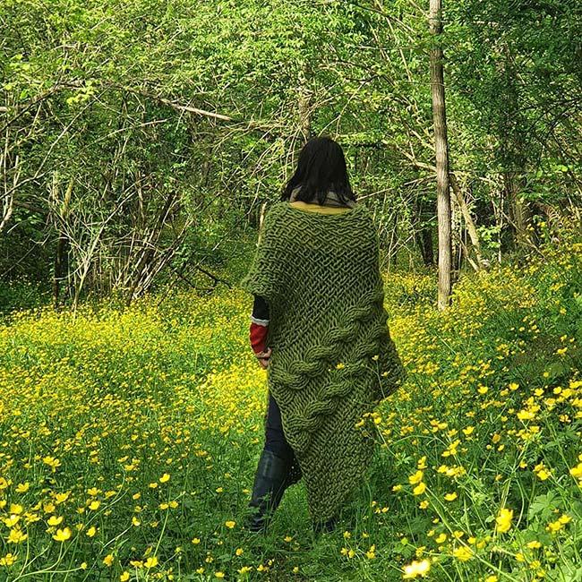 green-moss-wool-poncho-Gracie-Opulanza-2021-Tuscany.-2jpg