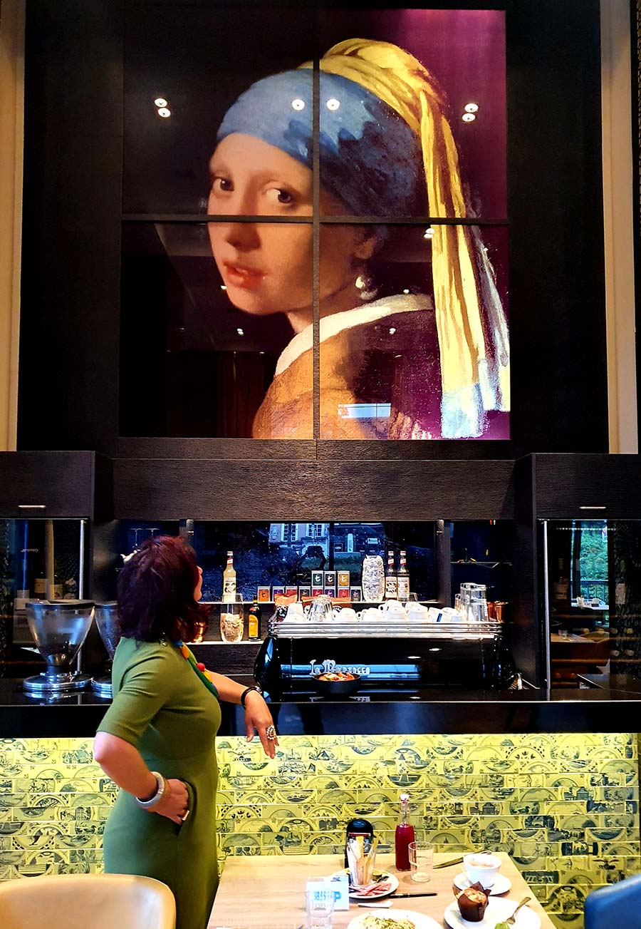 The Lady with the pearl Hilton Den Hague Holland