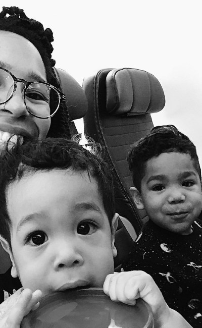 3 Things I always travel with when flying with kids