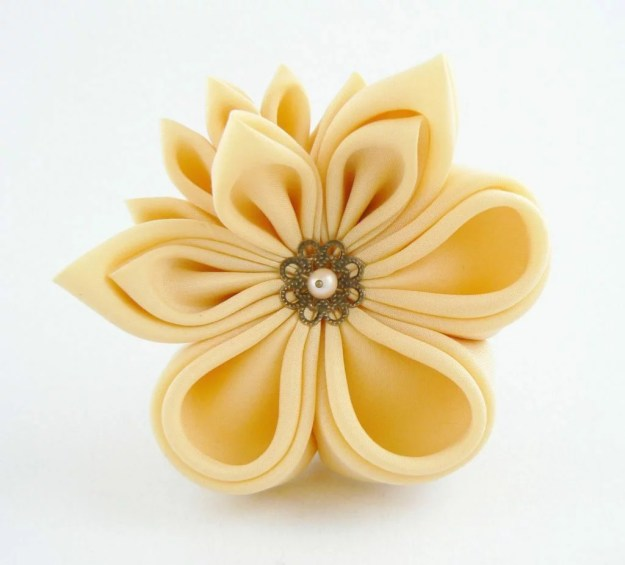 Floare galbena matase clama par kanzashi