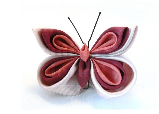 Broşă la comandă cu fluture din mătase roz plămâniu, roz şi vişinie.