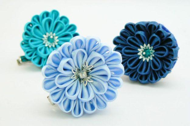 Crizantema kanzashi baza dubla din satin bleu ciel