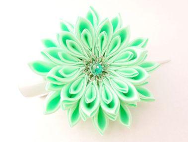 Crizantema verde menta - floare kanzashi satin