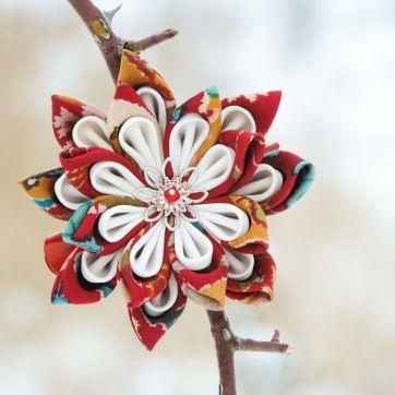 Floare de lotus din matase alb rosu