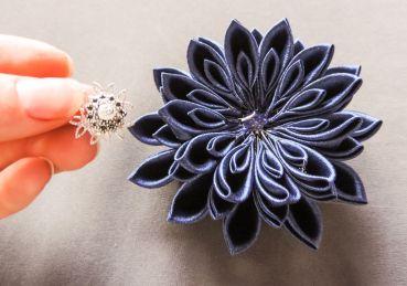 tutorial crizantema mare floare kanzashi satin 14