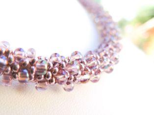 Colier crosetat din margele Preciosa mov - bead crochet
