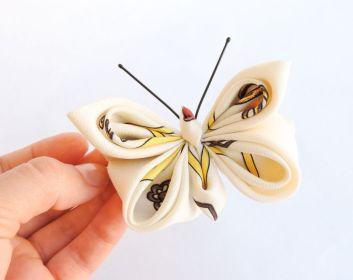 Fluture alb matase pe clama de par - kanzashi