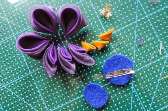 Tutorial floare de iris matase organza - baza de fetru si petalele