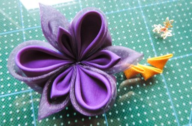 Iris flower tutorial - attaching the petals to the base 3