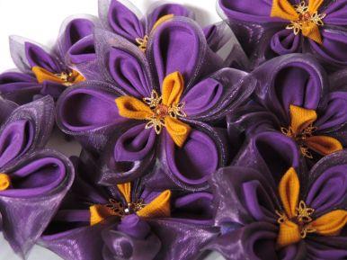 Multi irisi din matase si organza pe baza de brosa detaliu