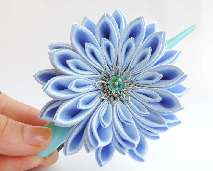 Light blue satin chrysanthemum - DIY tutorial