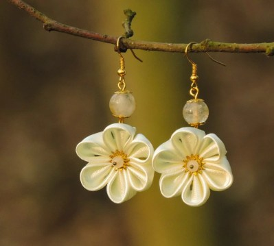 Fabric flower earrings - ivory