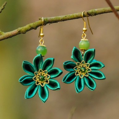 Fabric flower earrings - green