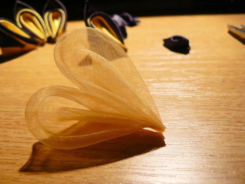 Tutorial satin and organza butterfly - two wings finished
