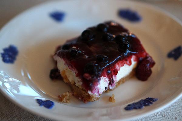Digestivetårta med blåbärskräm